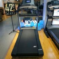 爱康20717跑步机配备7英寸的触摸显示屏