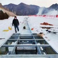 滑雪输送带输送大量游客 松原雪场魔毯多种模式可切换